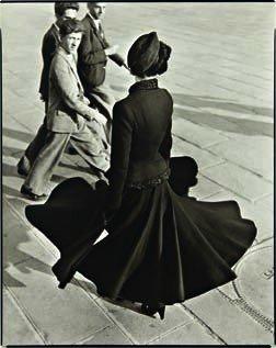 8: RICHARD AVEDON,  Renée, The New Look of Dior, Place