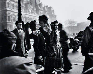 13: ROBERT DOISNEAU,  Le baiser de l'Hôtel de Ville, Ma