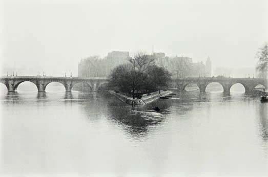 22: HENRI CARTIER-BRESSON,  Île de la Cité, Paris, 1951