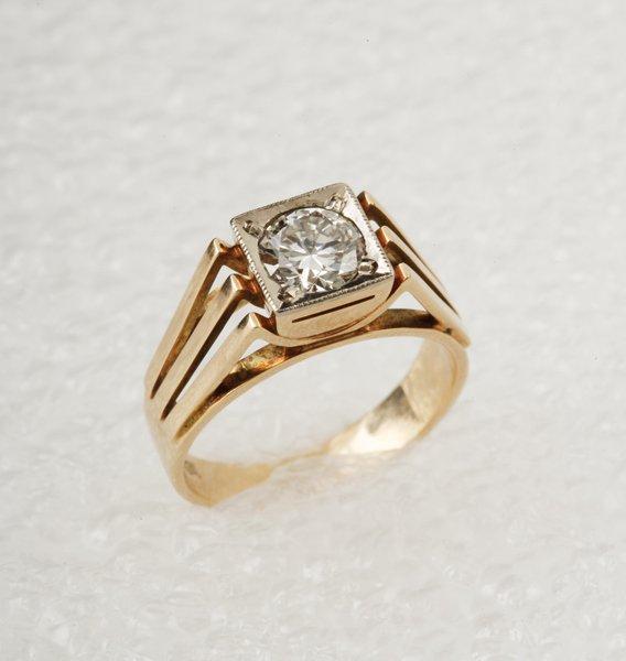 16:  A Diamond Single Stone Ring The old brilliant&ndas