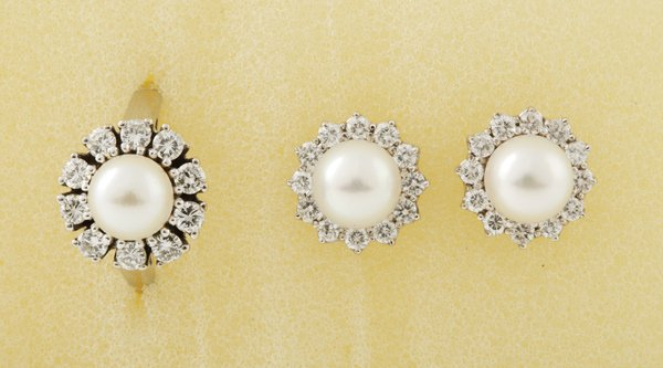22:  A Pair of Cultured Pearl and Diamond–Set Clu