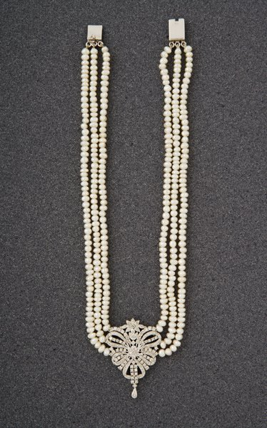 98:  A Diamond–Set and Cultured Pearl Necklace Th