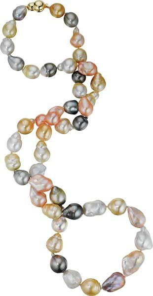 5: A Baroque Cultured Pearl Necklace.