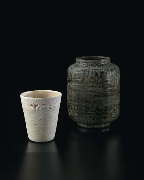 18: LUCIE RIE, Very rare pot from the 'Vienna Period',