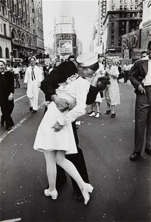 ALFRED EISENSTAEDT, V-J Day, Times Square, New York