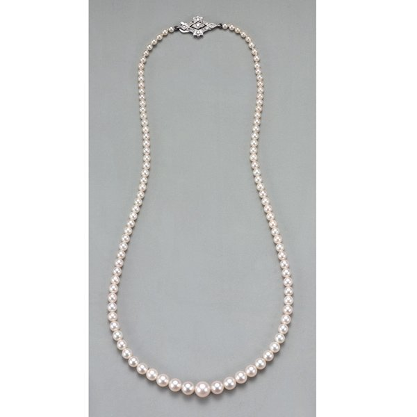 7:        A Single Strand Pearl Necklace  Composed of a