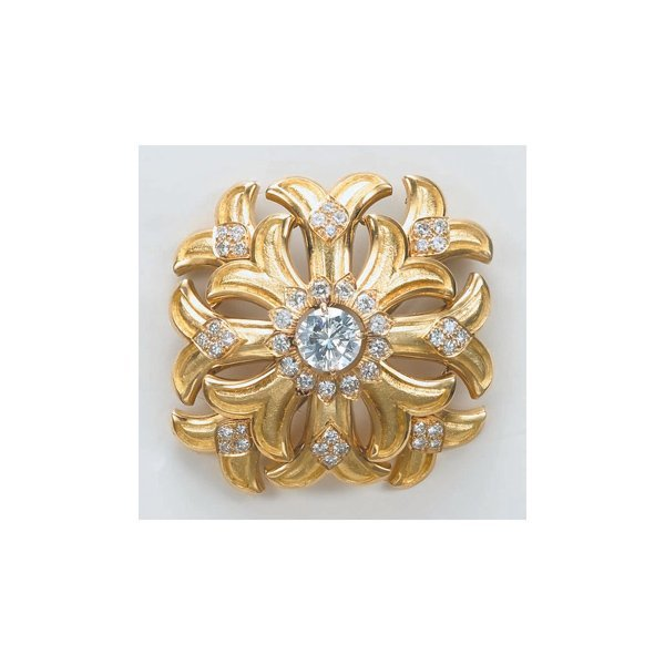 20:        A Diamond and Gold Brooch  Centrally set wit