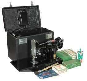 Sewing machine, Singer Featherweight, Model 221 w/orig