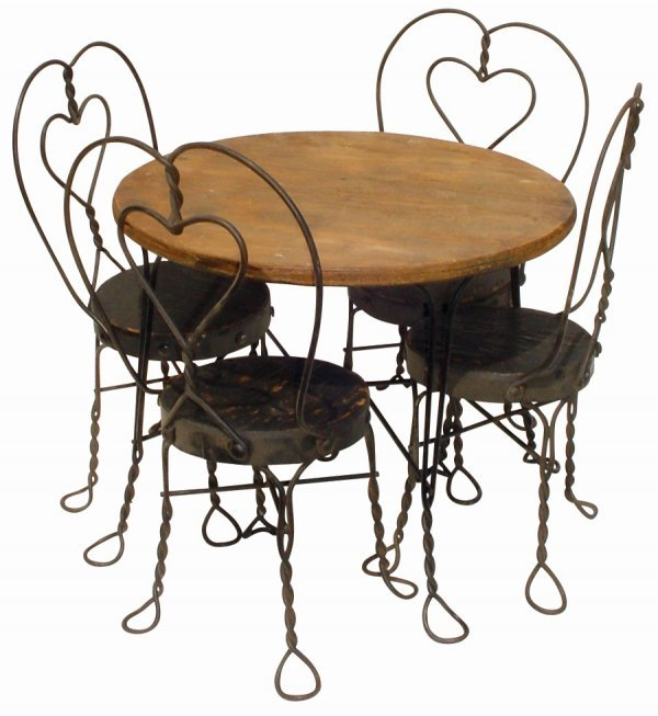 117: Child's ice cream table & chairs w/heart-shaped ba