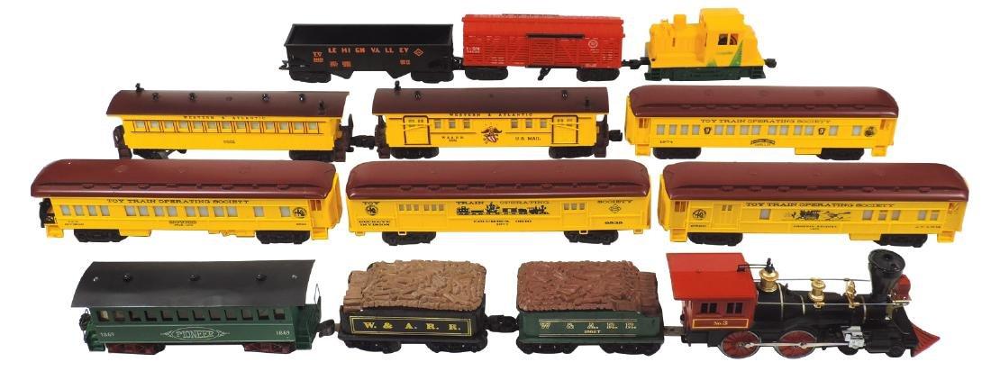 Toy train engine & cars (13), Lionel loco, U.S Mail