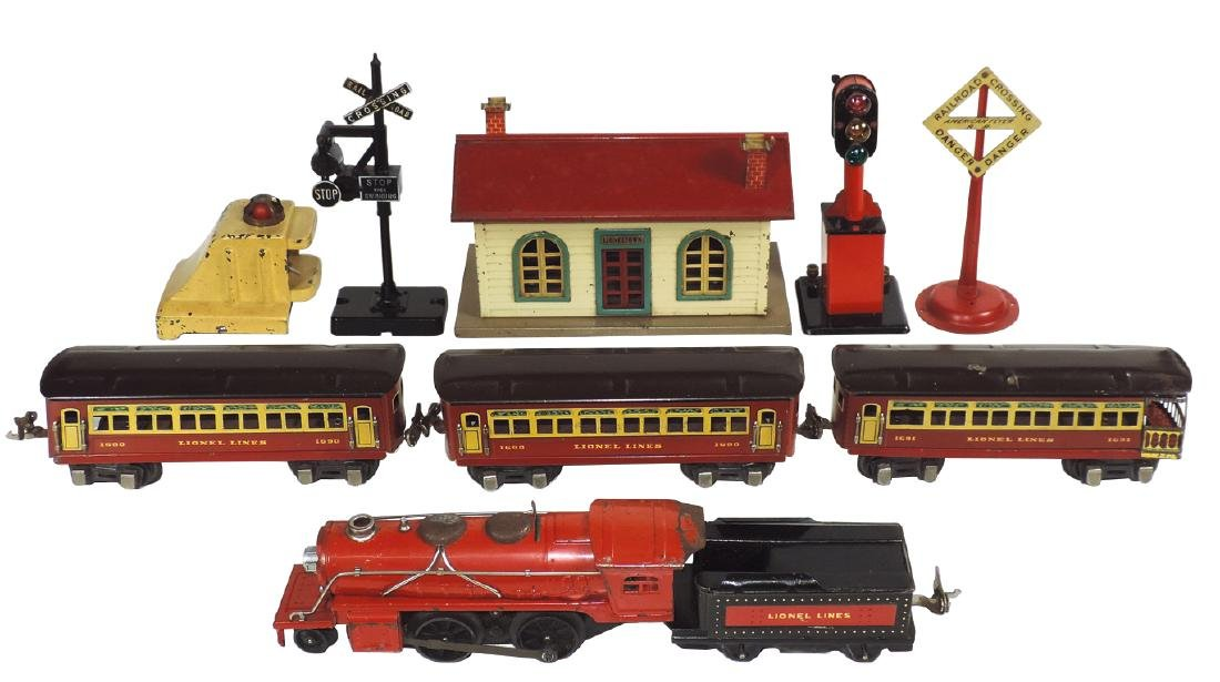 Toy train & accessories (10 pcs), Lionel Jr. loco