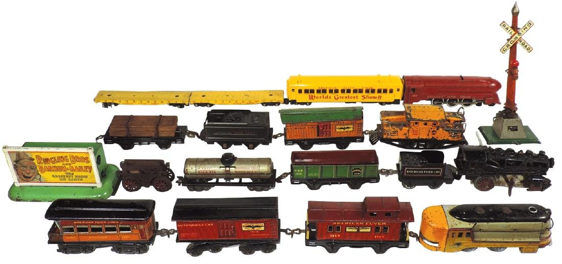Toy train & accessories (18 pcs), American Flyer loco,