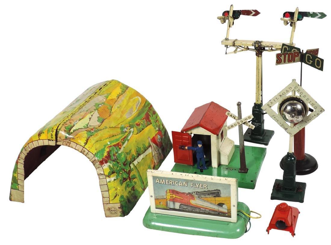 Toy train accessories (7), Marx 2-piece tunnel, A-F