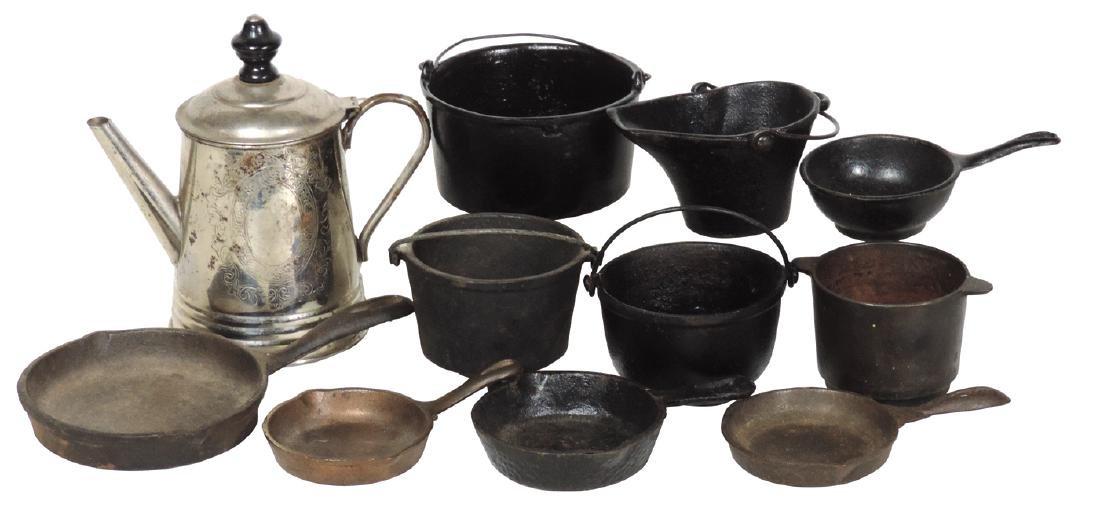 Children's cookware (11), cast iron skillets, kettles,