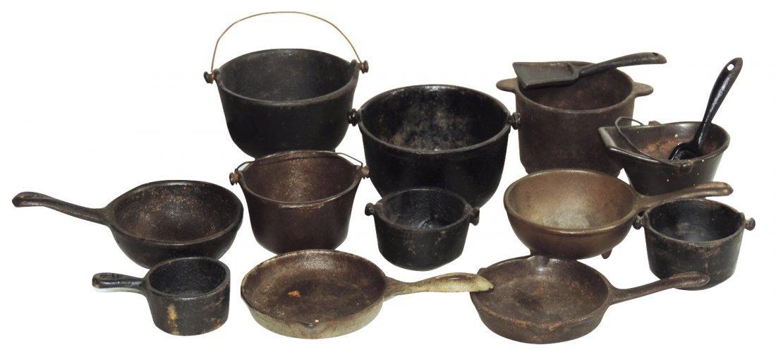 Children's cookware (15), all cast iron kettles, frying