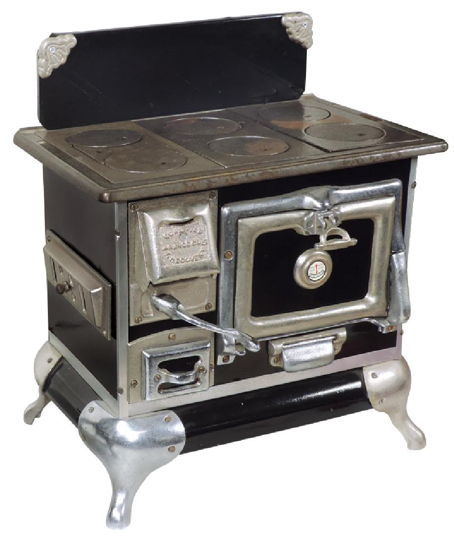 Salesman sample or toy cook stove, Qualified Range Co.,