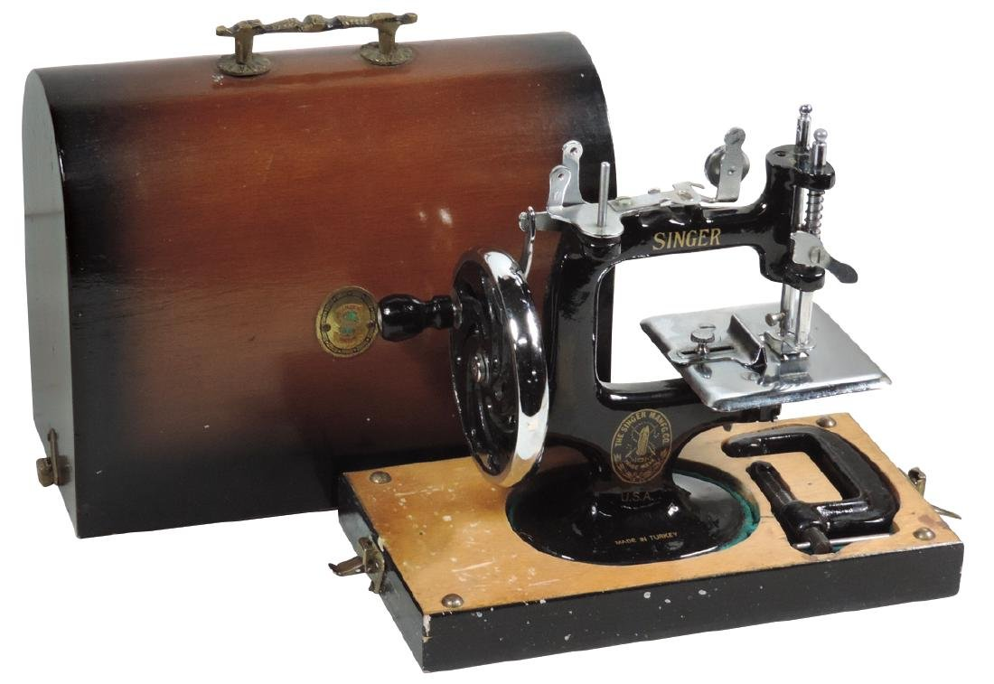 Children's sewing machine, Singer, cast iron w/clamp in
