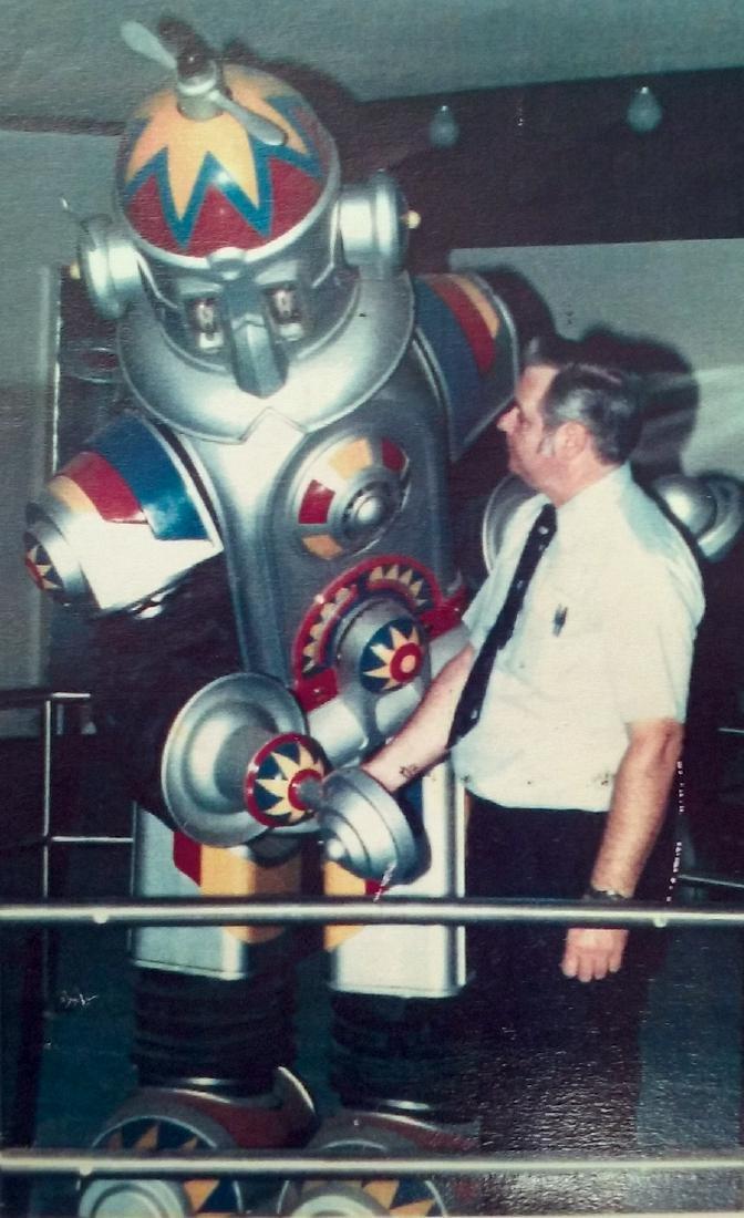 Amusement park robot, electro-mechanical multi function - 2
