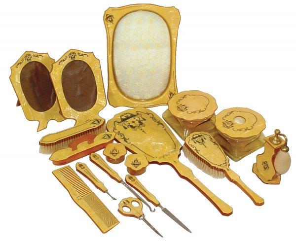 462: Celluloid dresser set, c.1920, unusually large set
