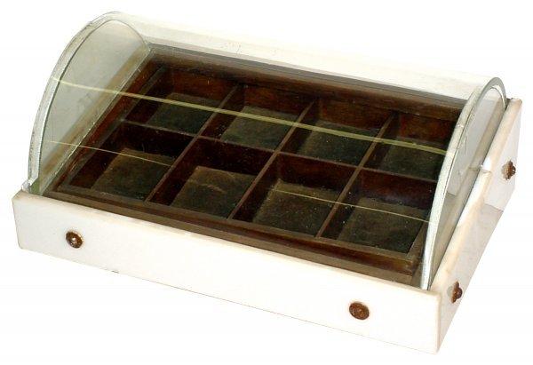 466: Showcase, countertop curved glass case w/vitrolite