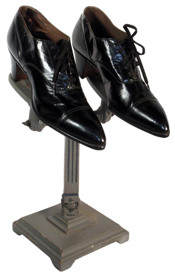 0709: Women's shoes on display stand, black leather lac