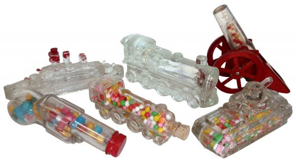 0003: Candy containers (6), Army Tank w/paper closure (
