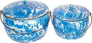 Blue & white granite ware bailed kettles w/lids, bo