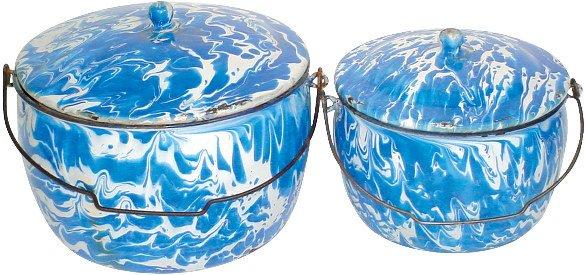 10: Blue & white granite ware bailed kettles w/lids, bo