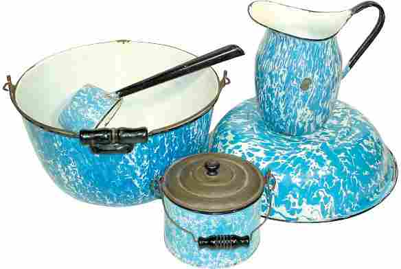 Blue & white granite ware (5 pcs.); pitcher, berry