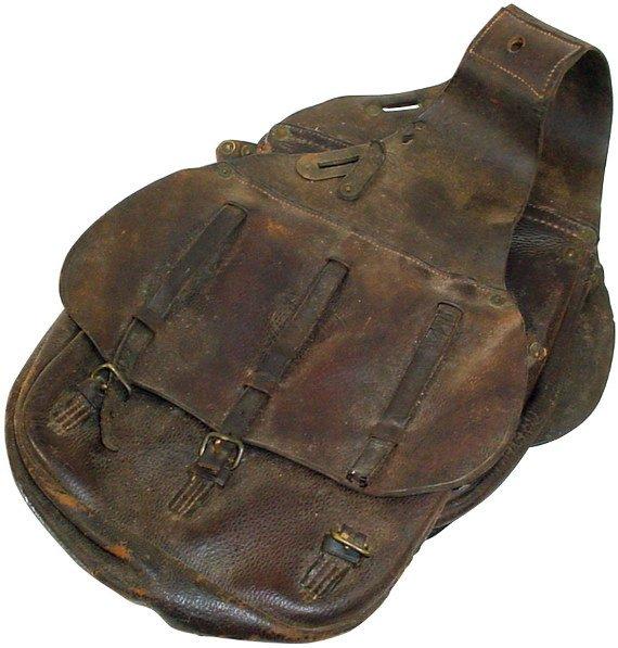 1370: Militaria, WW1 U.S. saddle bag, U.S. embossed in