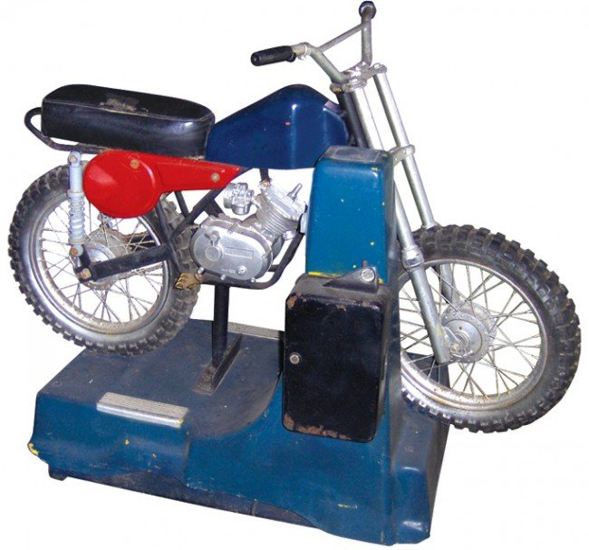 827: Coin-operated motorcycle child's ride, VG working