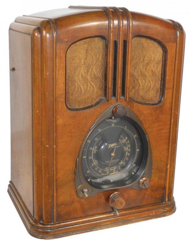1132: Zenith radio, Model 7-J-232, good cabinet, same m