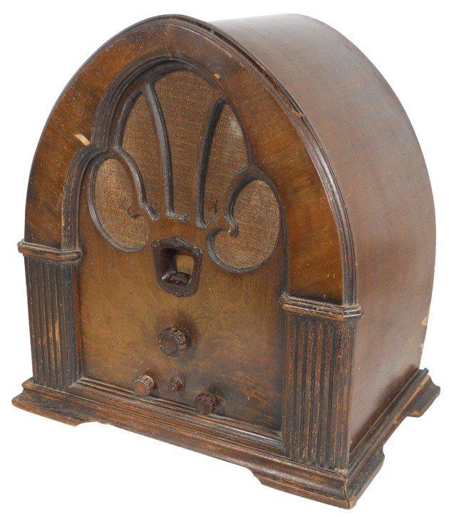 1139: Philco radio, cathedral style, Model 90 Superhete