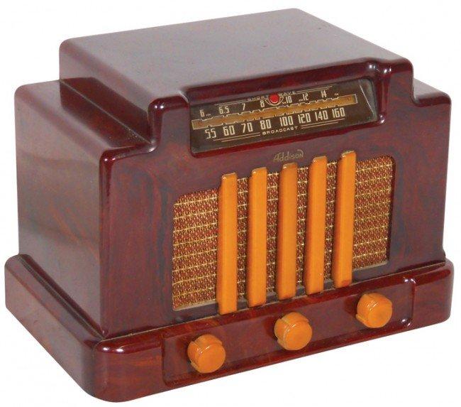 1282: Addison Bakelite radio, butterscotch & maroon, no