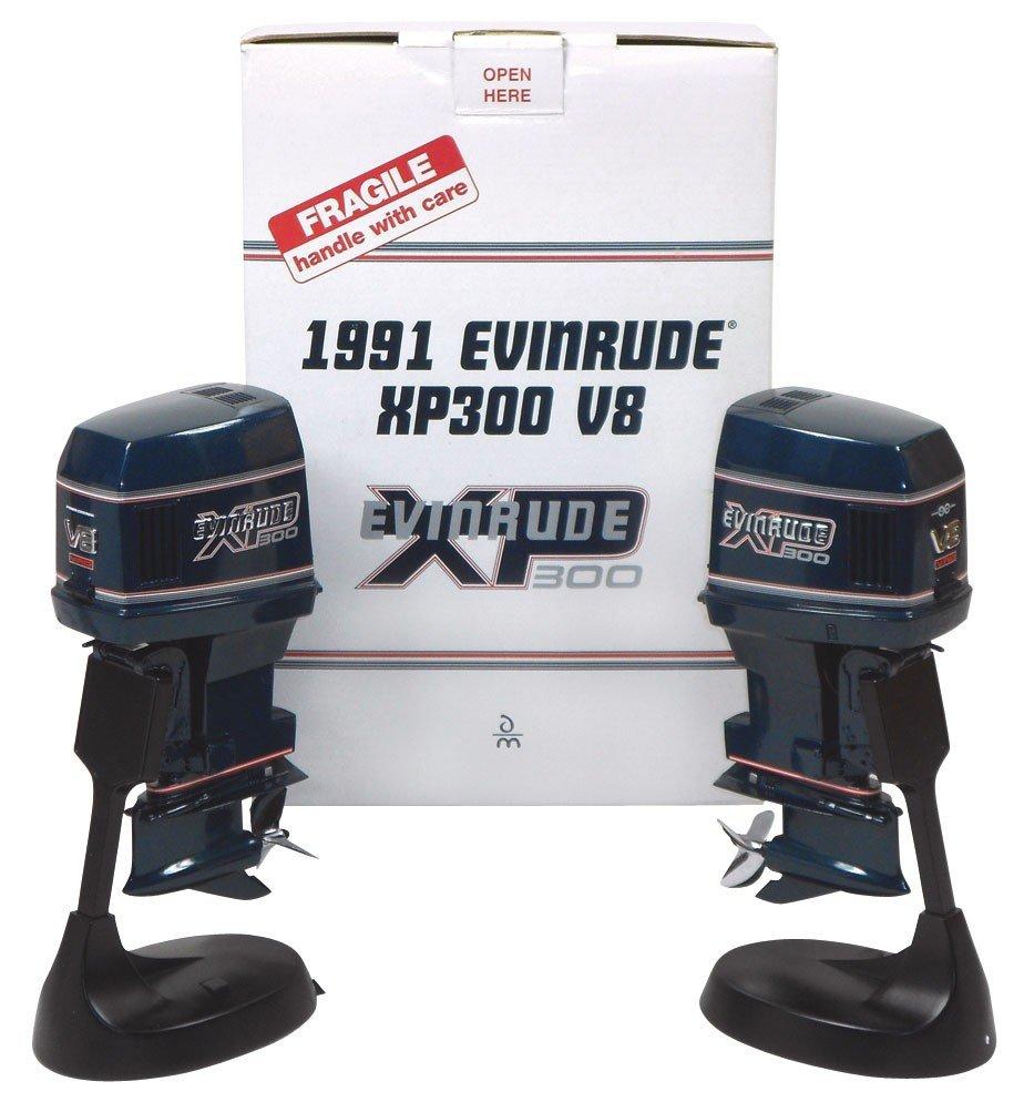 0061: Miniature outboard motors (2), Alterscale Evinrud