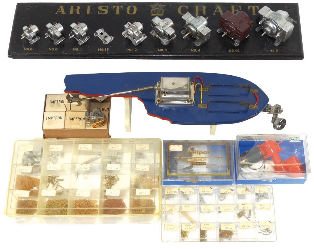 0198: Toy boat motor dealer display & parts, includes