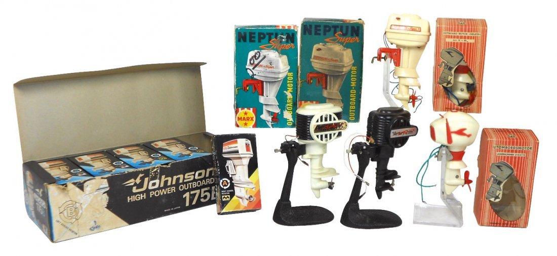 Miniature outboard motors (16),
