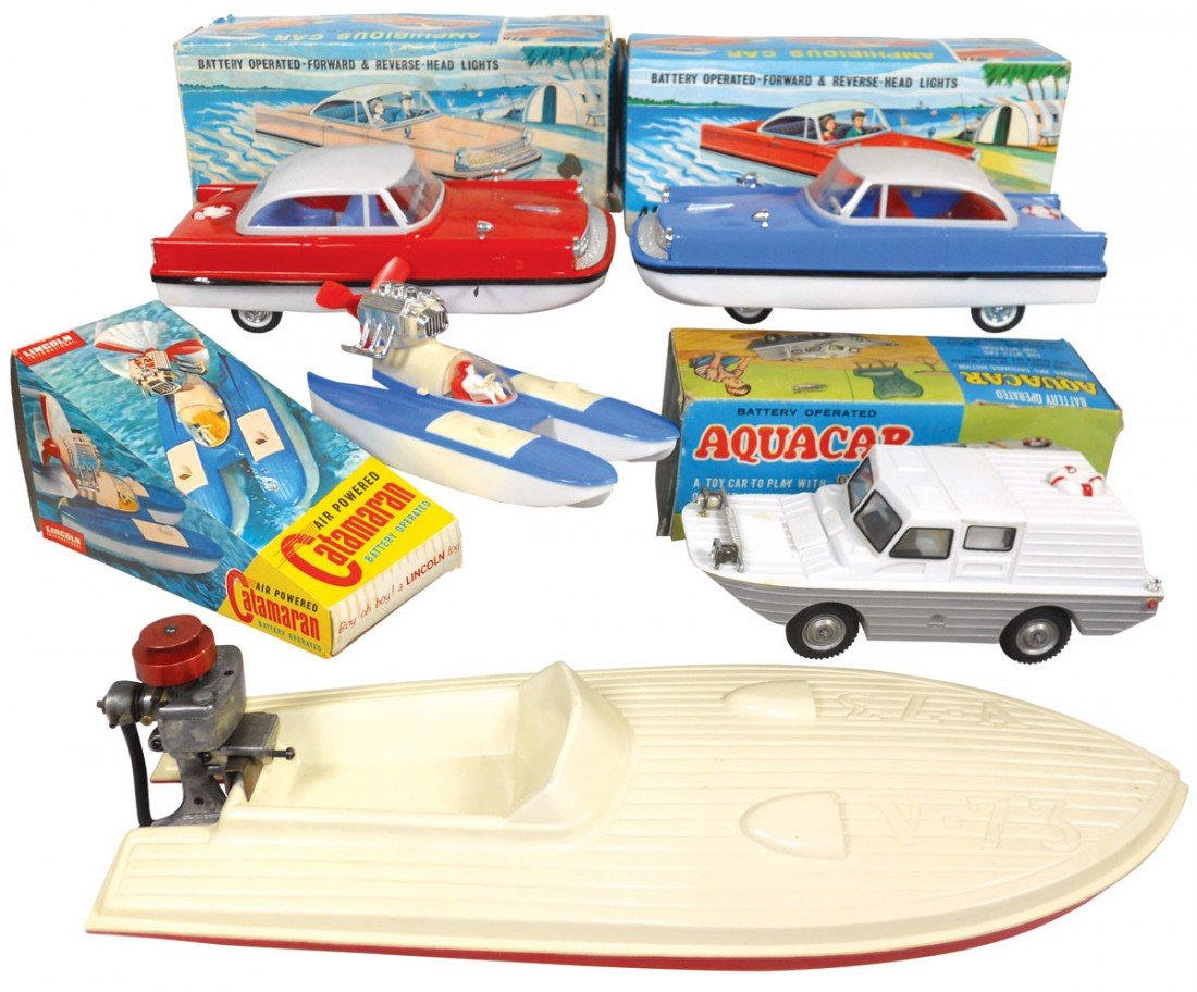 0946: Toy boats (5), air-powered Catamaran, plastic in