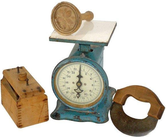 1: Kitchenware; Montgomery Ward kitchen scale, blue w/c