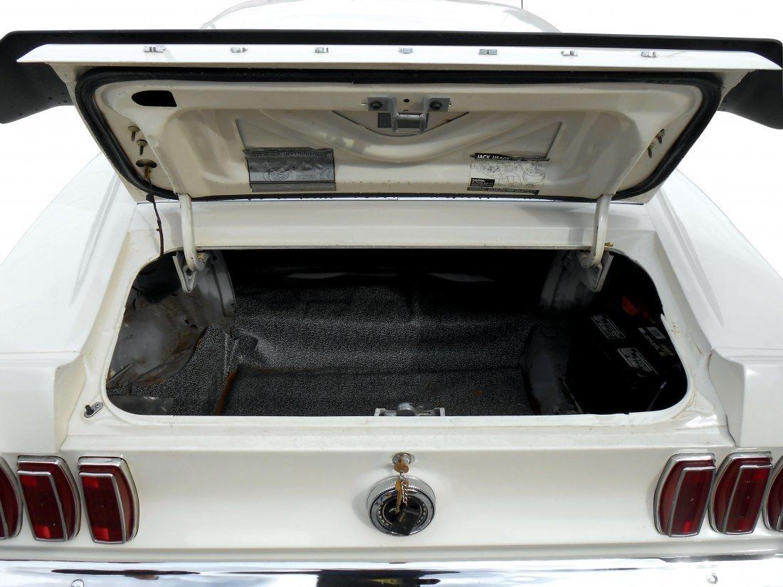 Automobile, 1969 Mustang Boss 429.  Wimbledon white - 6