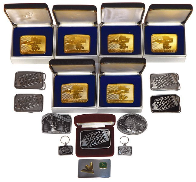 John Deere belt buckles & key chains (16), 5 Plow &
