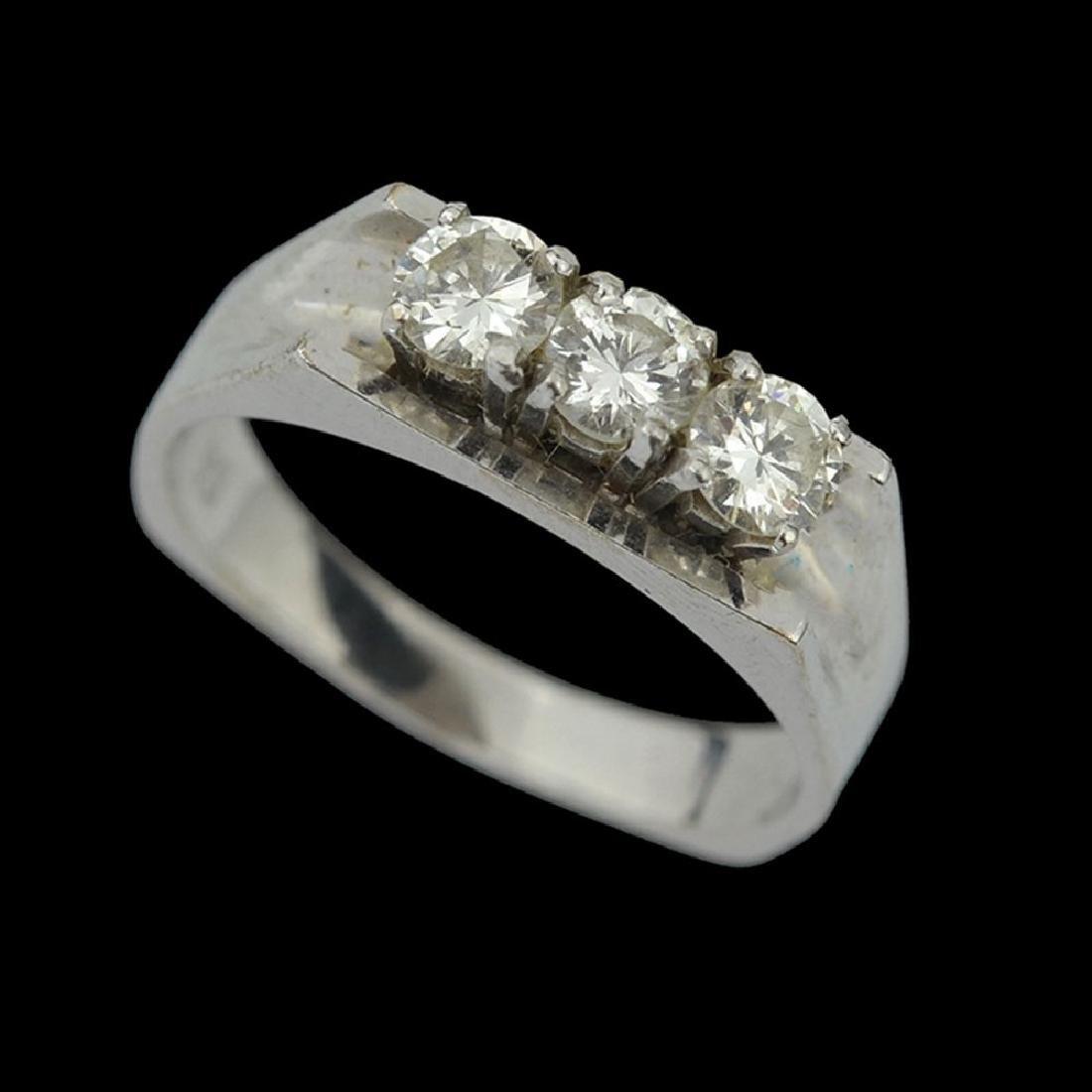 A 14K WHITE GOLD RING
