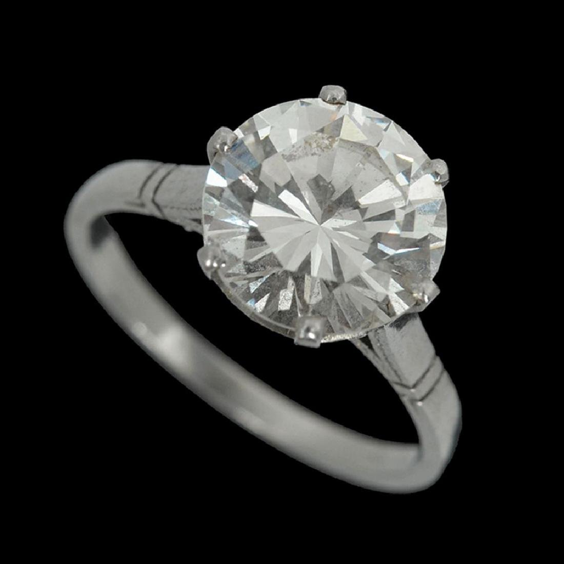 A 14K WHITE GOLD RING