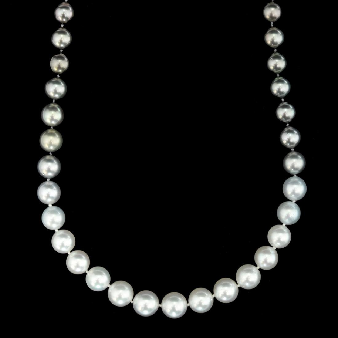 A SOUTHERN SEA PEARL NECKLACE