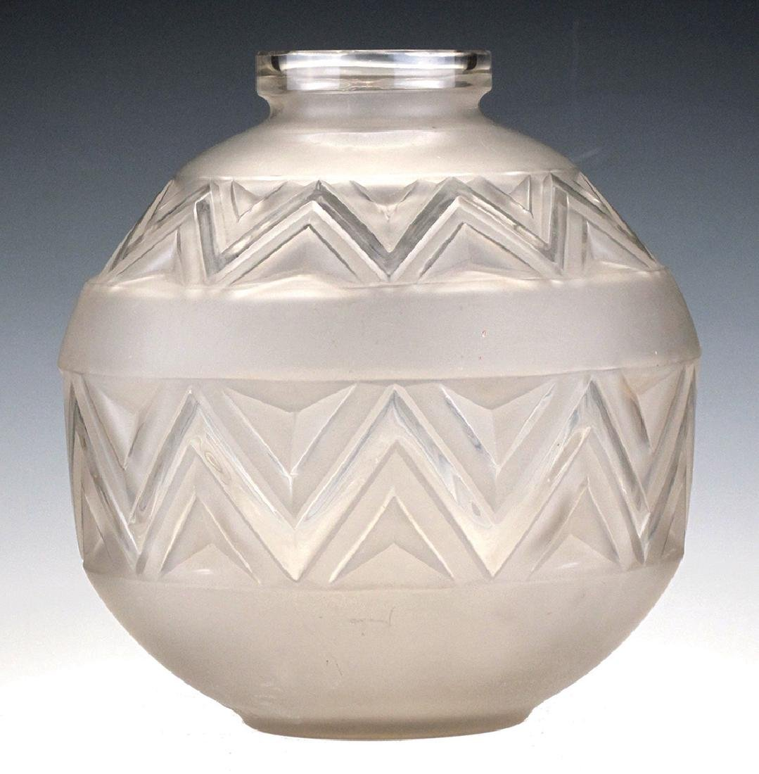 AN ETLING 'TATEOS' GLASS VASE