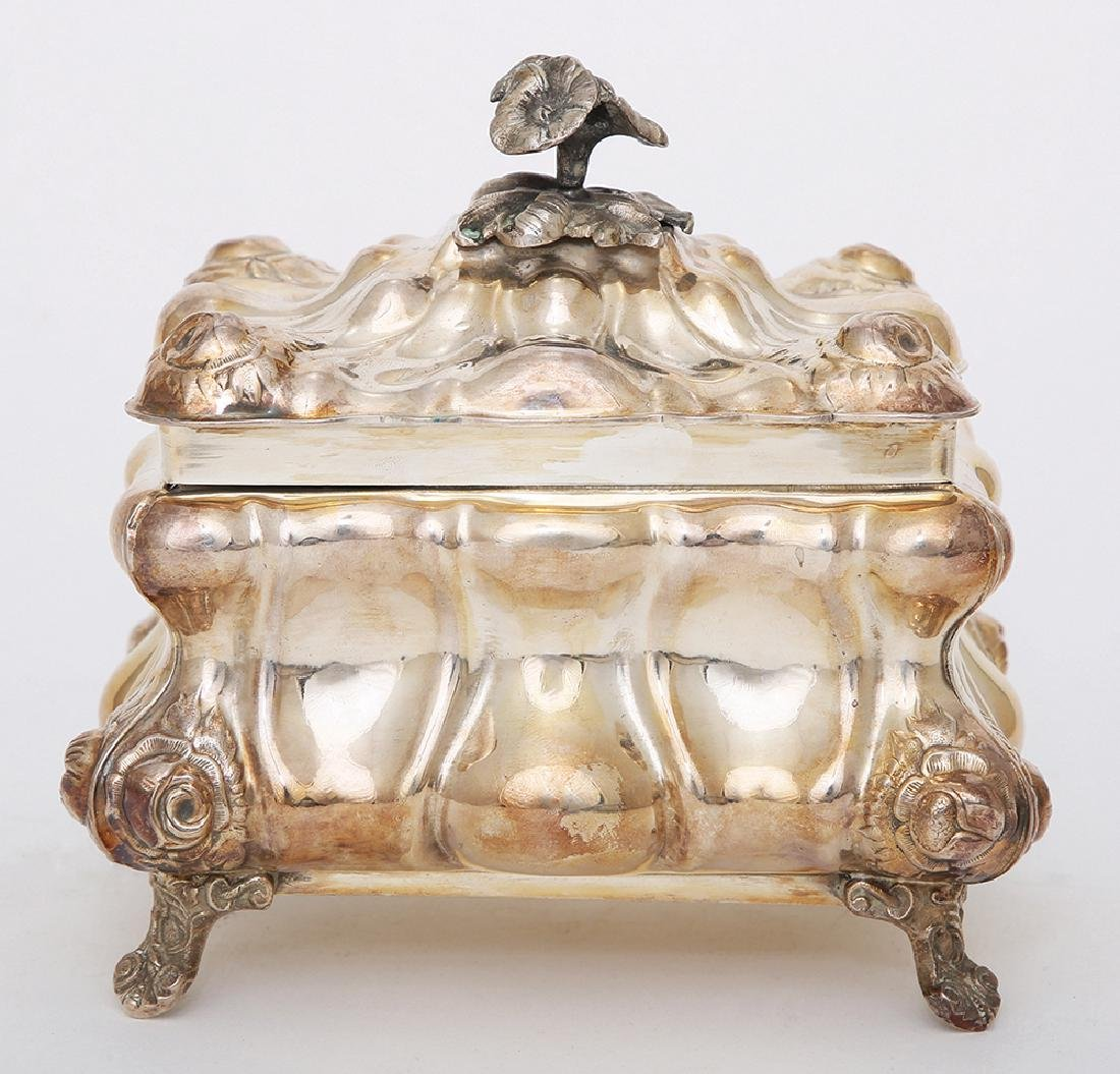 A STERLING SILVER ETROG CONTAINER\SUGAR BOX