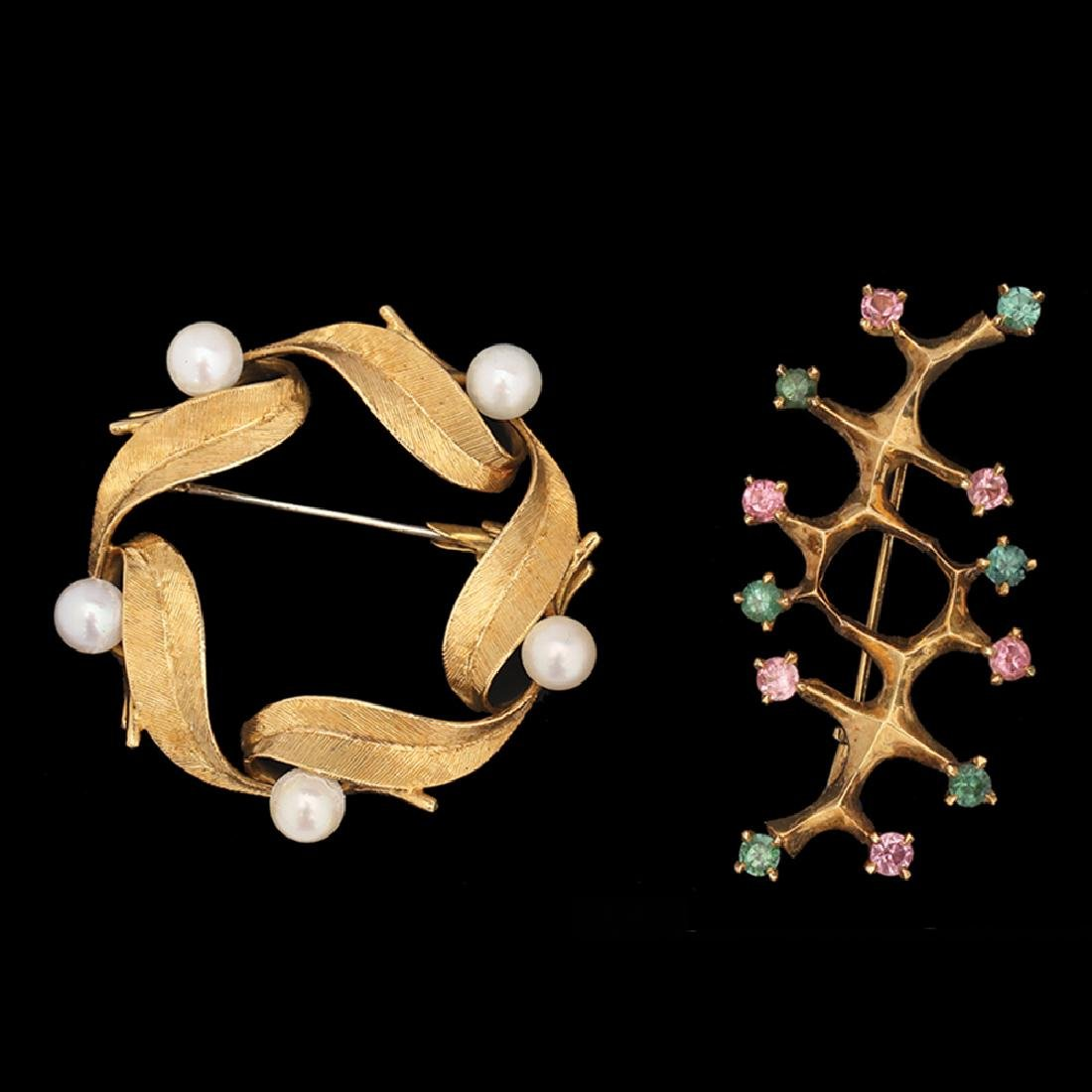 A LOT COMPOSED OF 2 18K GOLD BROOCHES: