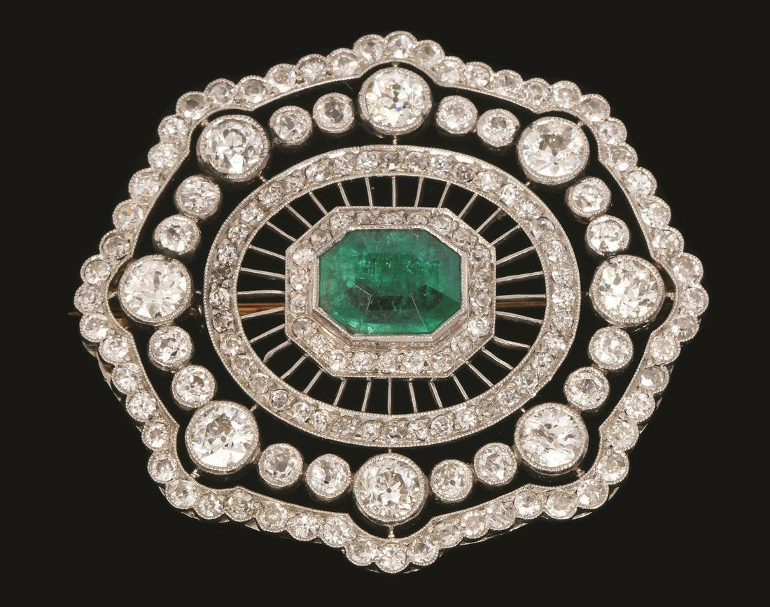 A PLATINUM ART DECO BROOCH