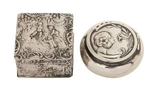 A LOT OF TWO SILVER SNUFF BOXES