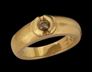 AN 18K GOLD RING